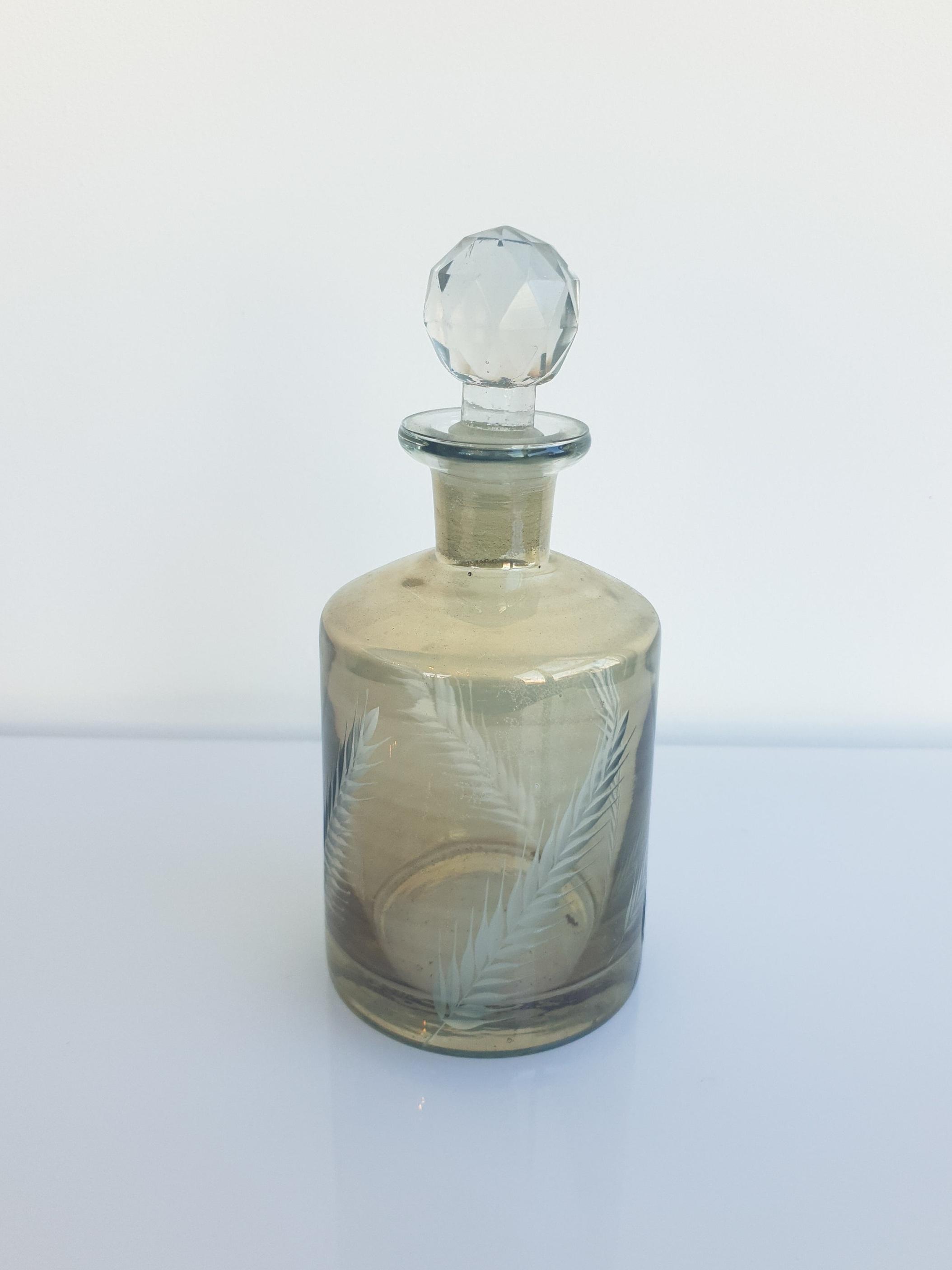 SMOKE GLASS PERFUME BOTTLE  $5+GST