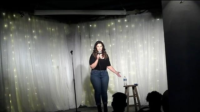 My stand up comedy debut ✨ I've always loved stand up. I always said I'd try it JUST ONCE before I die, which is dramatic, but I thought of it as something I could never do. I thought I was too shy, not funny enough or maybe just would never have the guts to try it. In January, I spontaneously signed up for a stand up class since I thought it'd force me to do it. And it worked! I've performed more than just once and don't have plans to stop. It's still one of the scariest things I've done, but stepping outside of your comfort zone is what life is all about. Turns out making people laugh is fun, who knew?