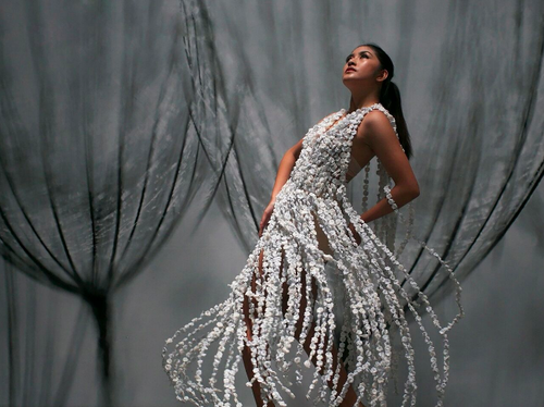 Lyka+Drinking+Straws+Wearable+Art+Sculptural+Fashion+Francis+Sollano.png