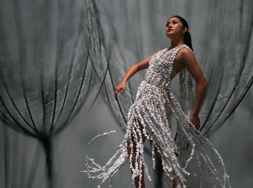 Lyka+Drinking+Straws+Wearable+Art+Sculptural+Fashion+Francis+Sollano+3.png