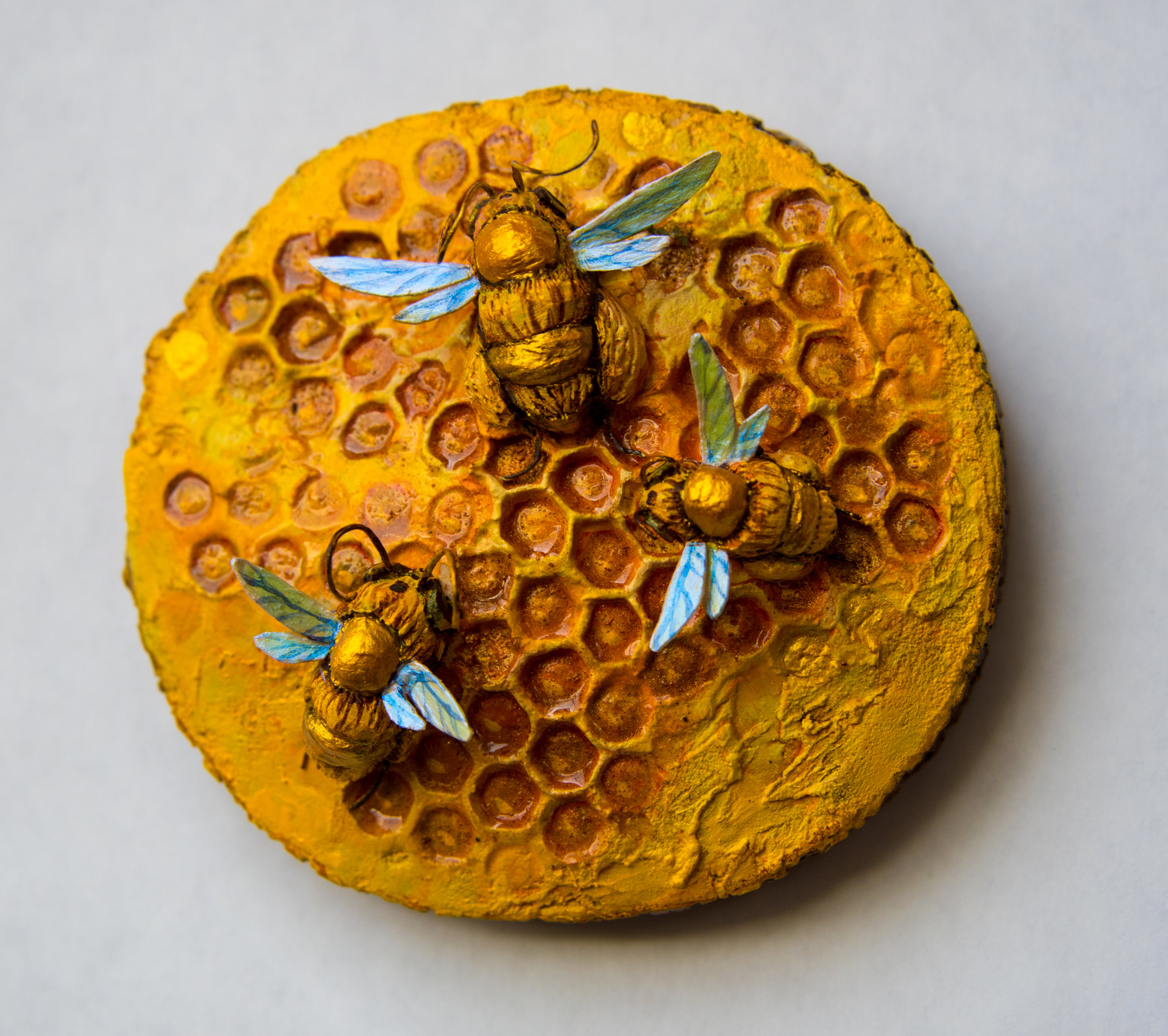 """Three Bee Minicomb"""