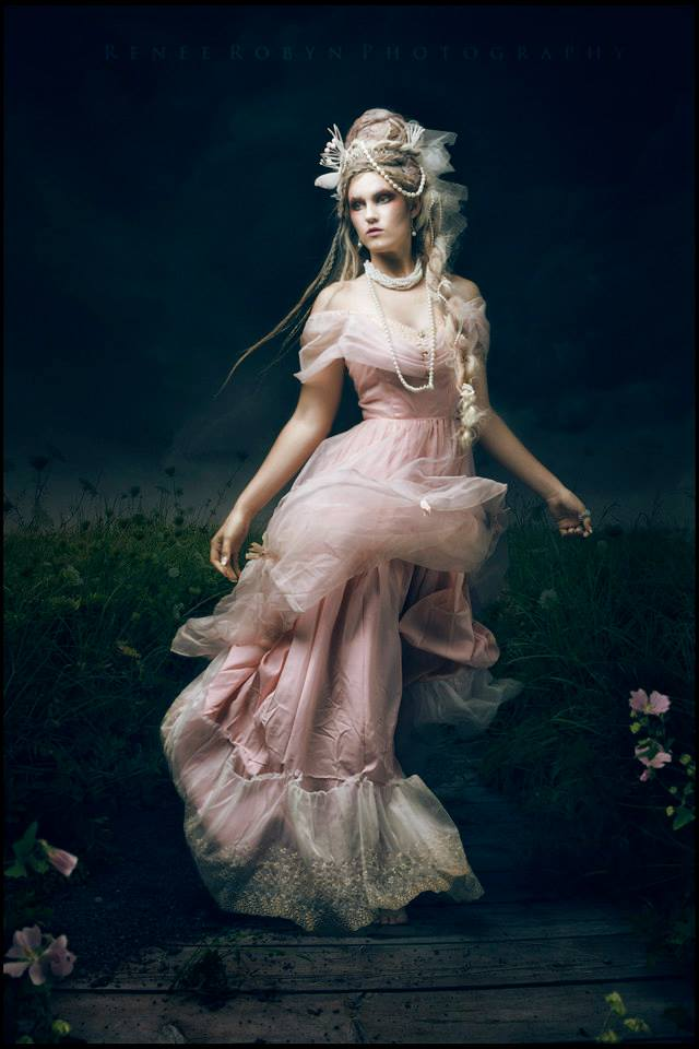 glamour outdoor gown night lighting.jpg