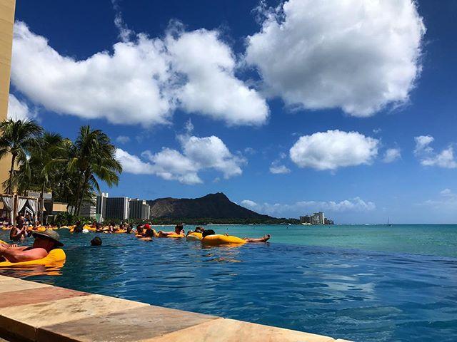 Sheraton Waikiki Infinity Pool Diamond Head view from The Edge Bar. #alohalifenow #sheratonwaikiki