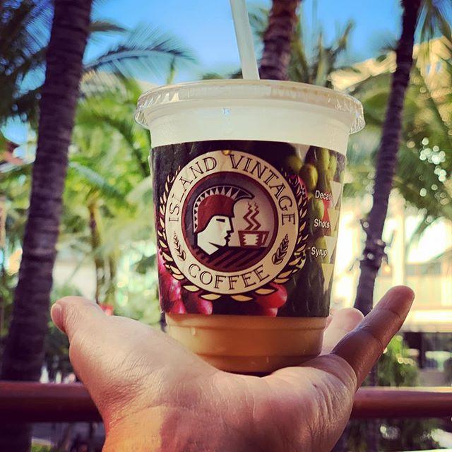Island brew coffee in Waikiki. Nice lanai area that overlooks the Royal Hawaiian Center. #islandbrewcoffeehouse