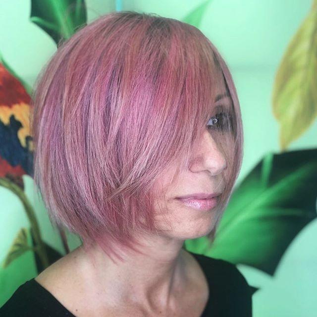 Questo sabato parliamo di Pink Hair e di cambi di look! 🌸 - Crediamo fermamente (e lo vediamo ogni giorno!) che ogni donna attraversi dei periodi più creativi, intensi, in cui l'hairstyle deve rispecchiare il cambiamento. È sempre bellissimo partecipare - con professionalità e competenza - a questi piccoli momenti di svolta 💕 Ma chiudiamo con una raccomandazione importante (perdonatecelo 😊): prima di lanciarvi in qualsiasi hairstyle creativo abbiate in mente, chiedete una consulenza preventiva. È la mossa vincente per essere consapevoli e serene del risultato Quando volete, siamo qui per rispondere a tutte le vostre domande e realizzare stilosissimi desideri 😘 - La chioma super Pink di oggi appartiene alla bellissima @chiccamusic ❤️ - #etrebel #capellirosa #capellirosaneabbiamo #capellirosapastello #pinkhair #pinkhaircolor #lugano
