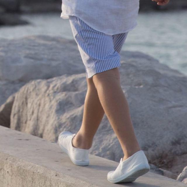 Walking through the summer #tailoredshorts #linenshirt #timeless #signaturelook || Online Store || www.smartaleklondon.com