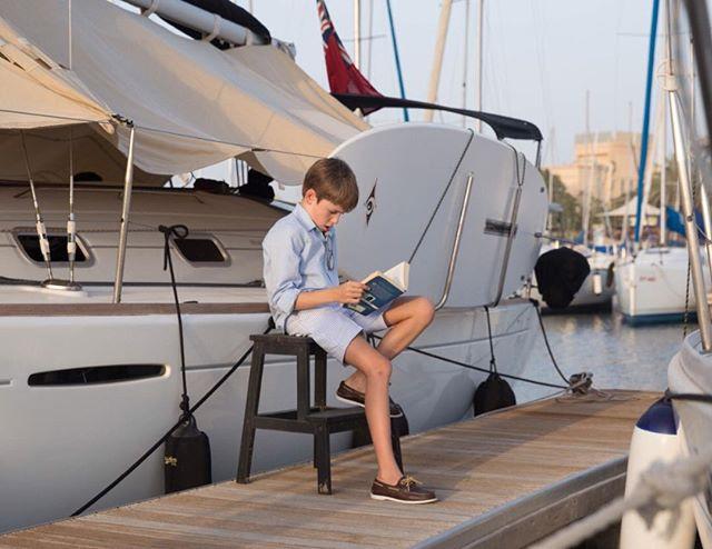 The adventures of Tom Sawyer at the dock ⚓️🌊📔#smartaleklondon #boatshoes #gentlemen #boatlife