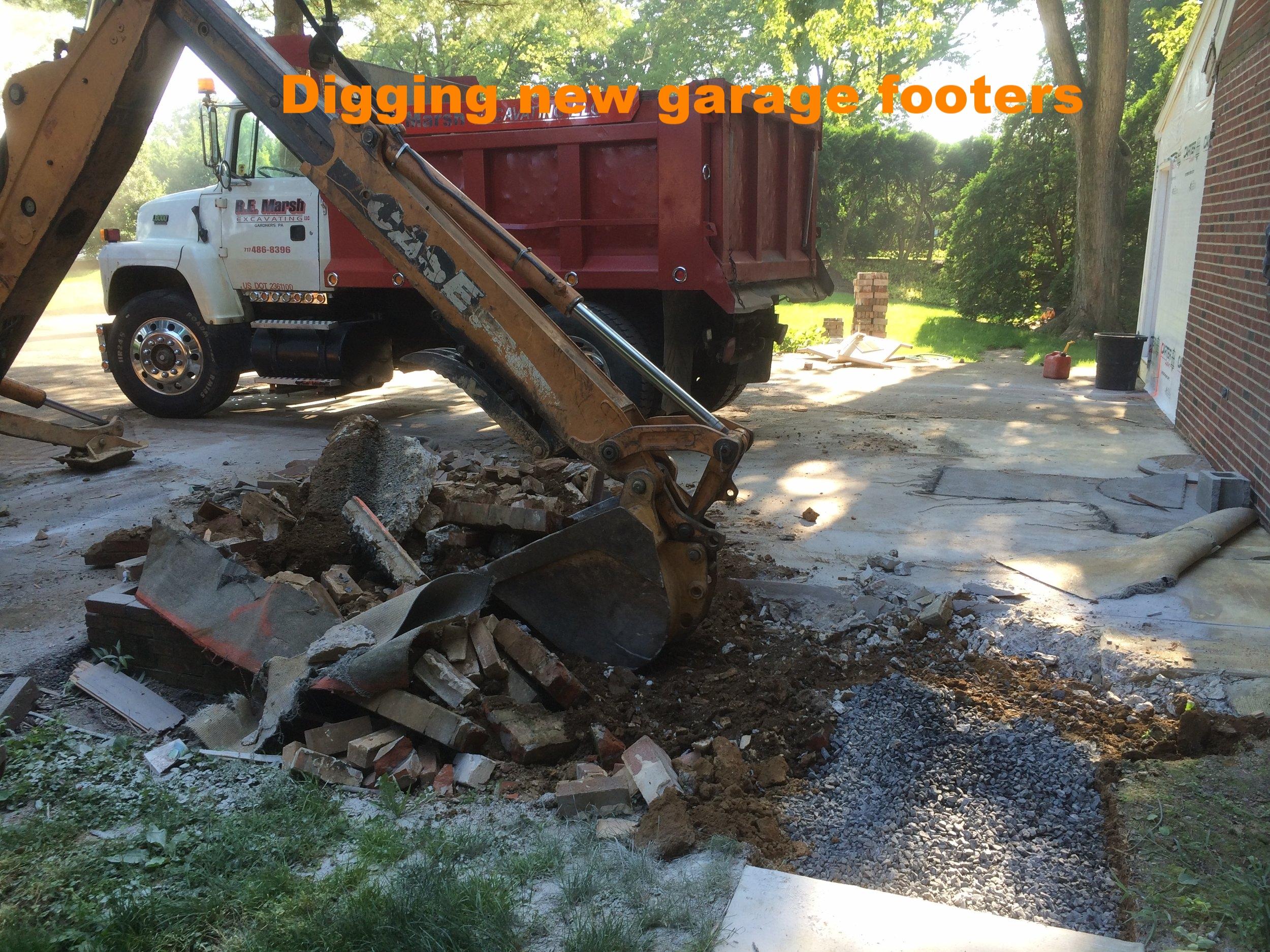 digging footers.JPG