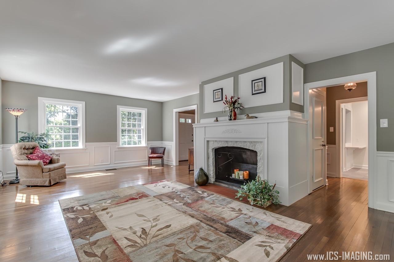 10 - Living Room.jpg