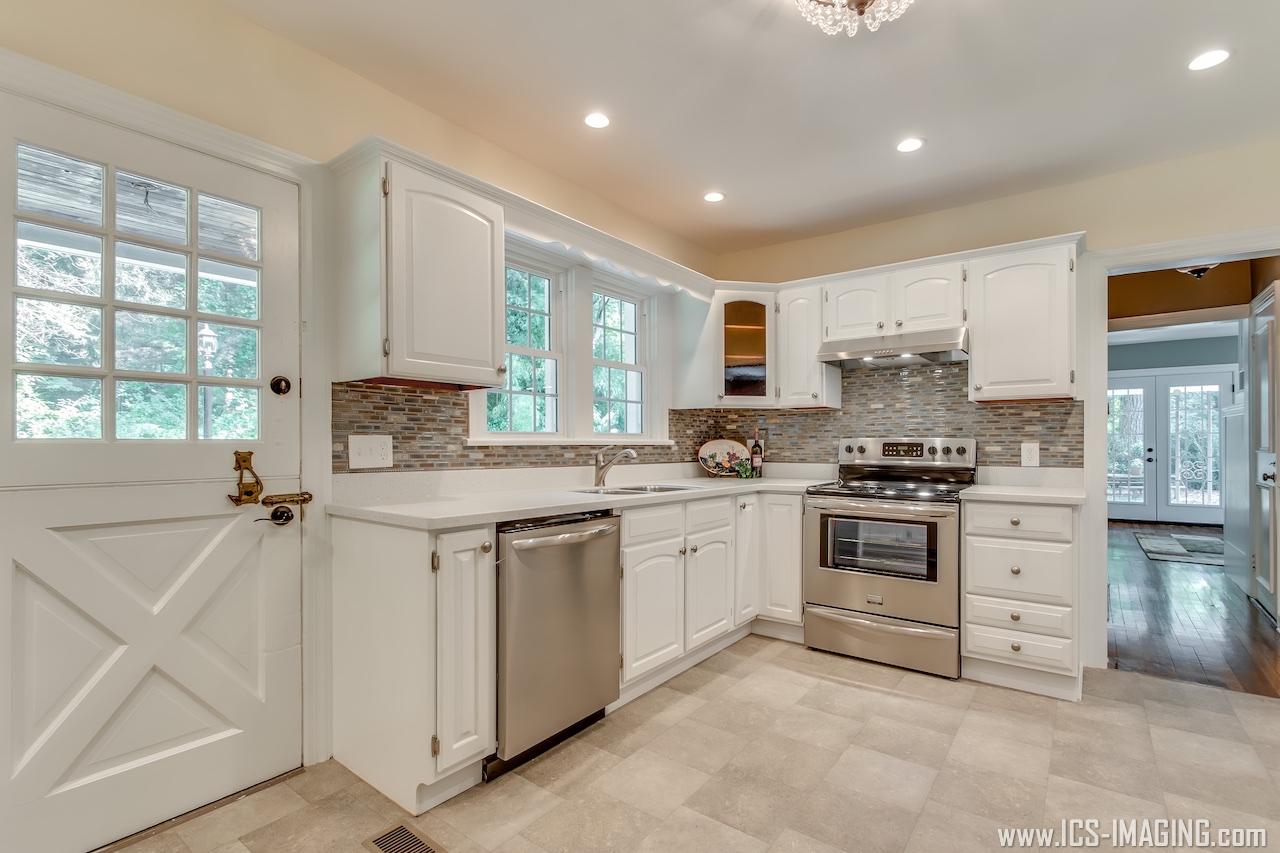 14 - Kitchen.jpg