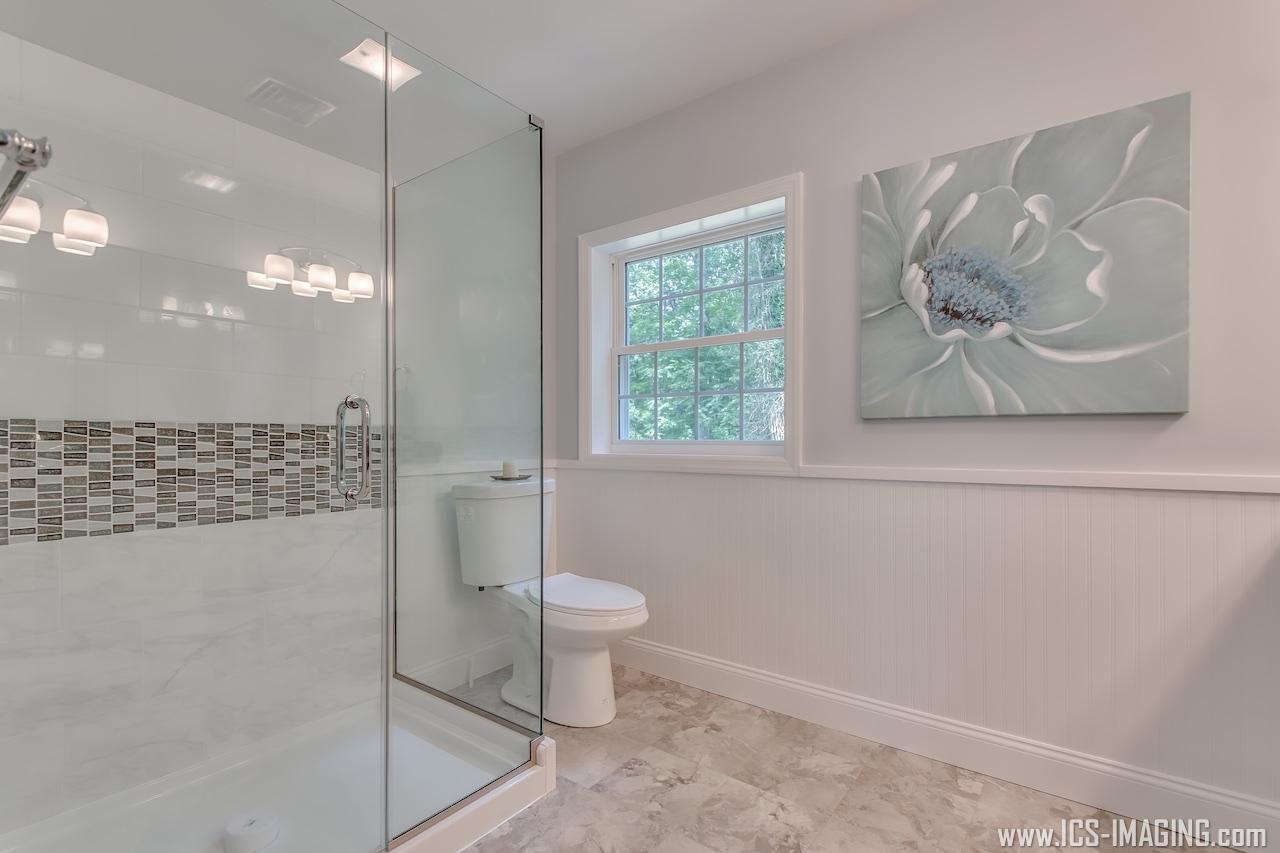 21 - Master Bathroom.jpg