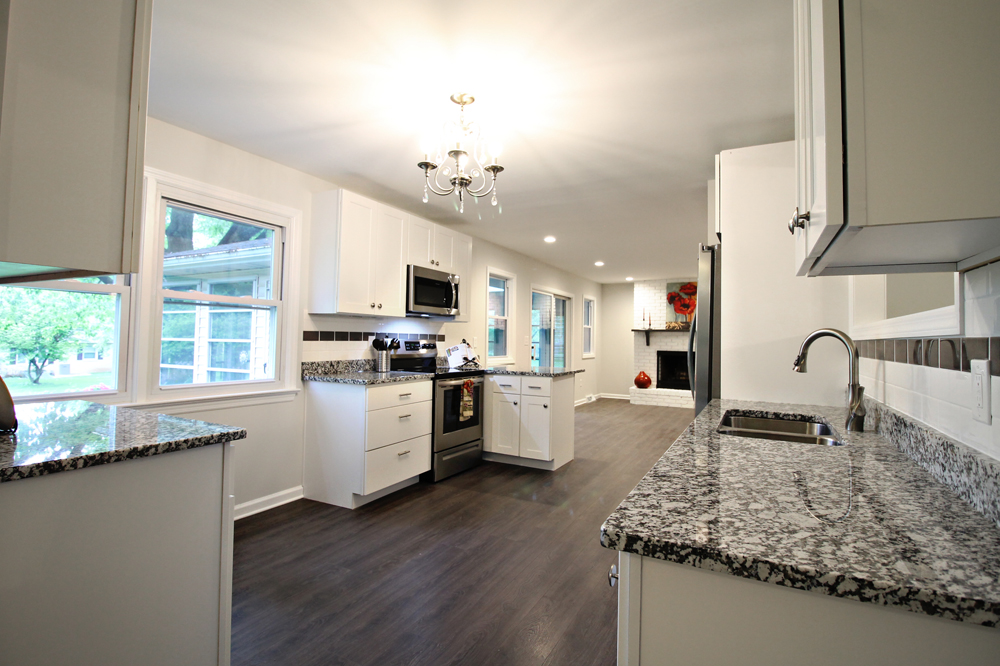 9 - OakSt-Kitchen2.jpg