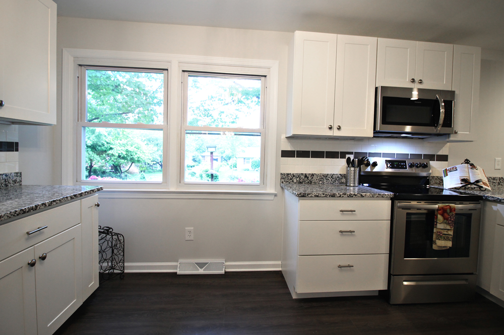 11 - OakSt-Kitchen5.jpg