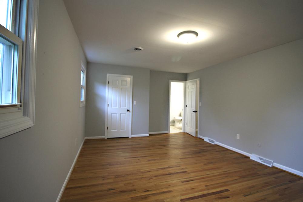20 - Master Bedroom_OakSt.jpg