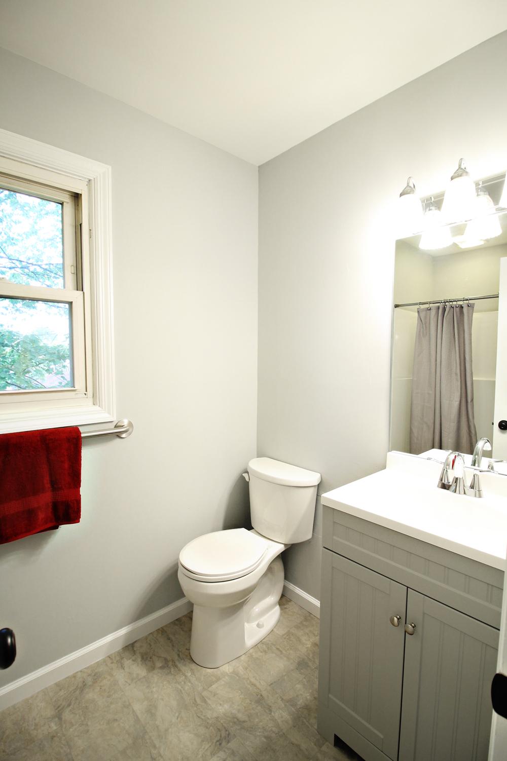 21 - Master Bath with shower_OakSt.jpg