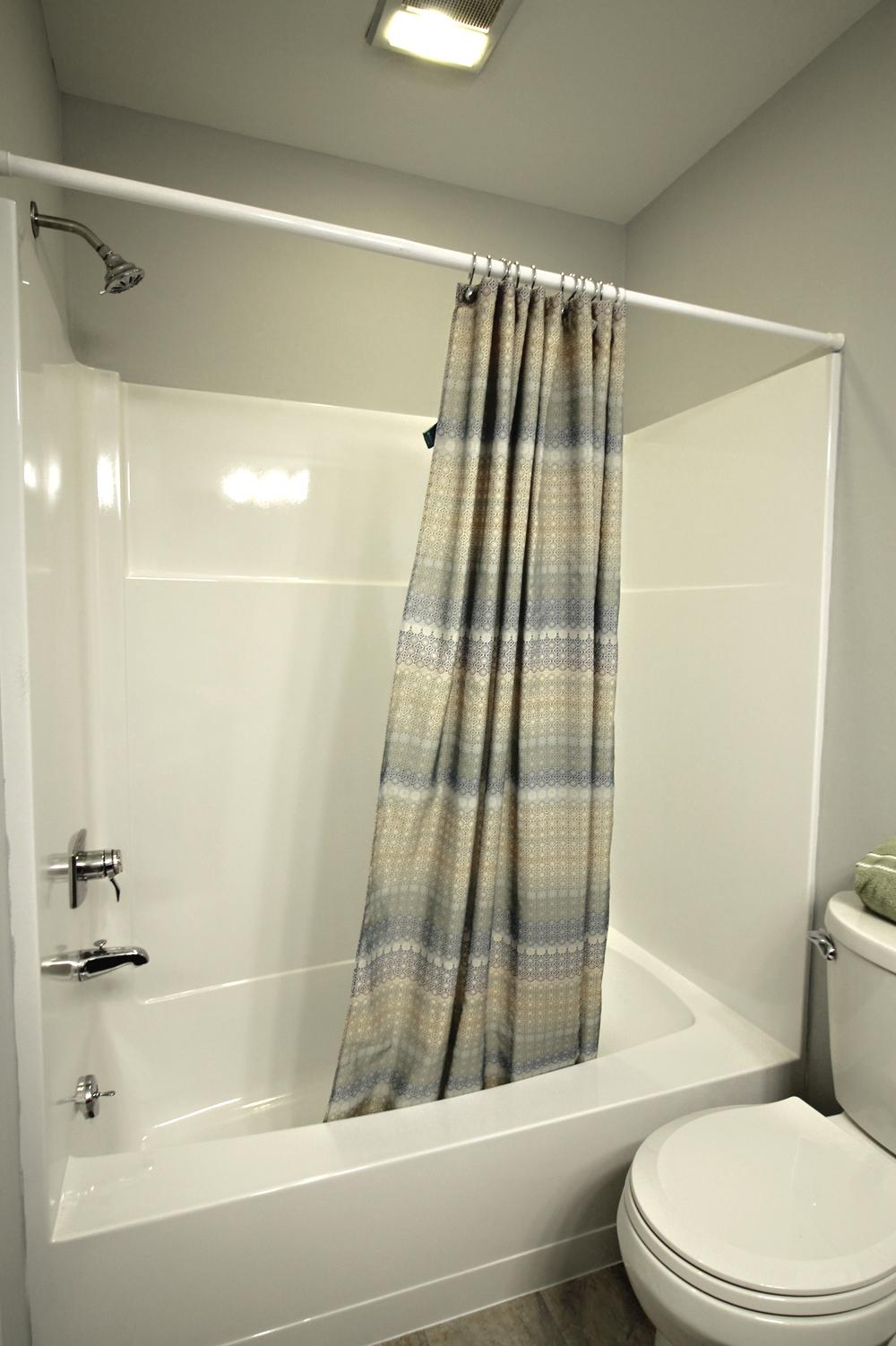 24 - Hall full bath1.jpg