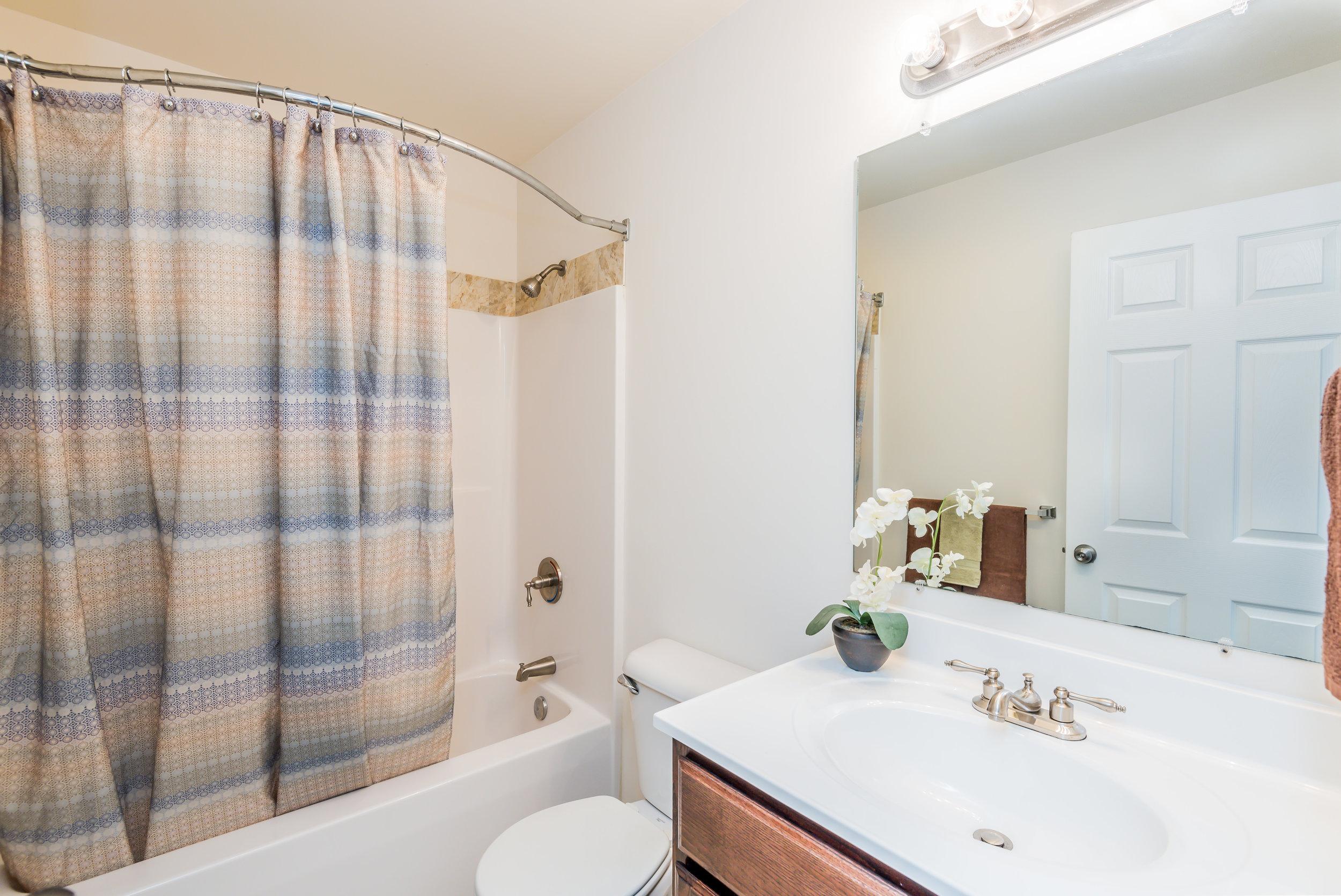 upstairs bathroom (1 of 1).jpg