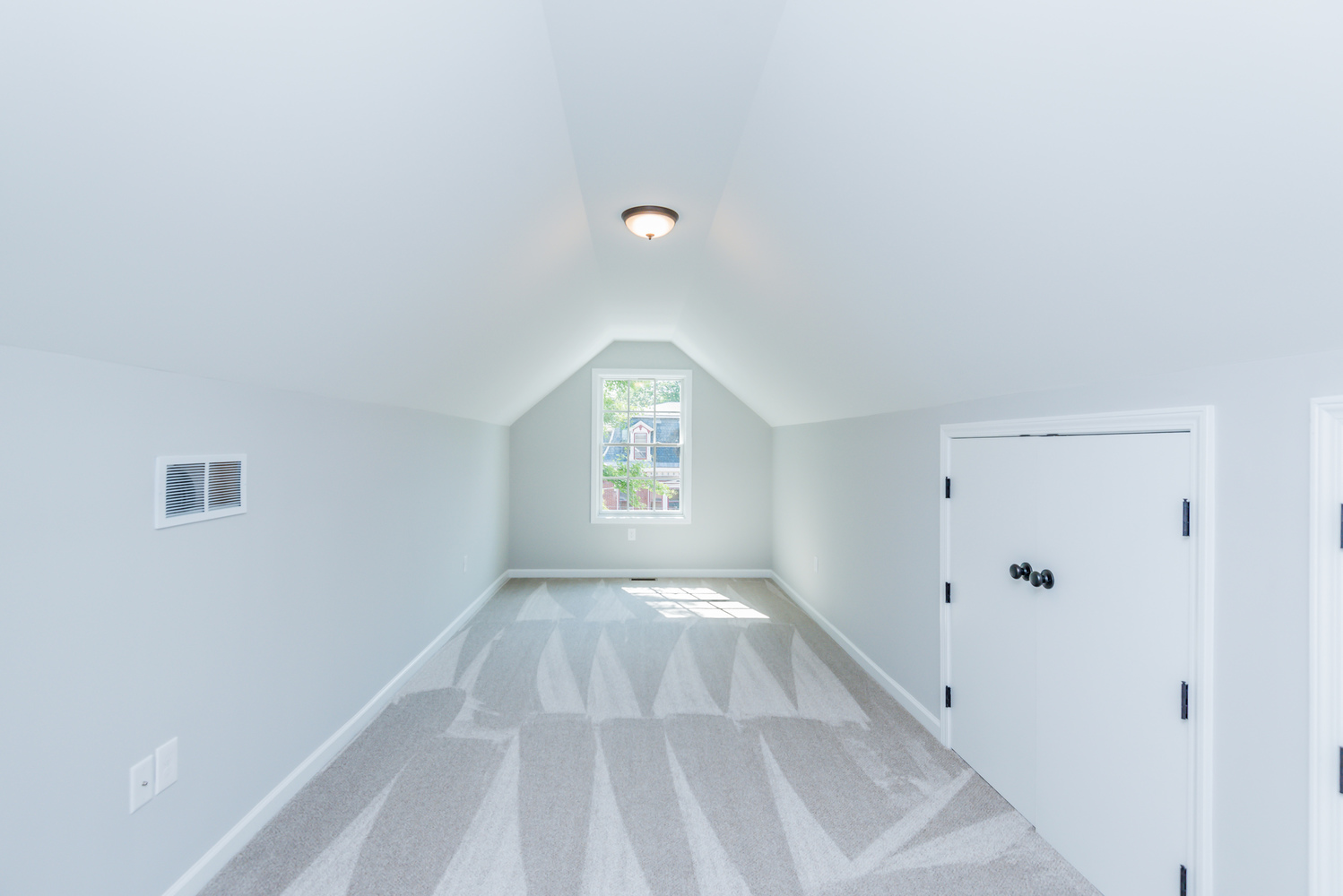 attic_front_room_1_of_1_ - Copy.jpg