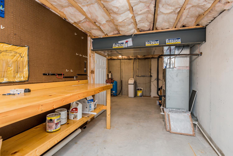 basement_workbench_1_of_1_.jpg