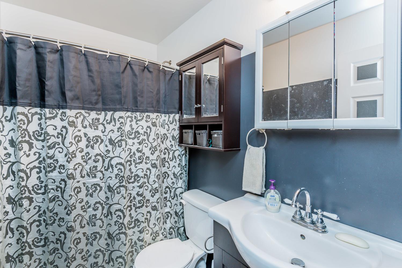 bathroom_1_of_1_.jpg