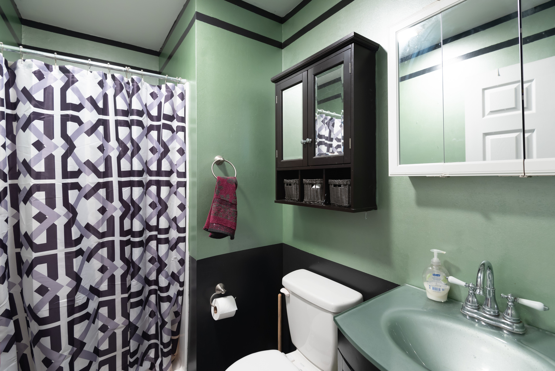 room_1_bathroom_1_of_1_.jpg