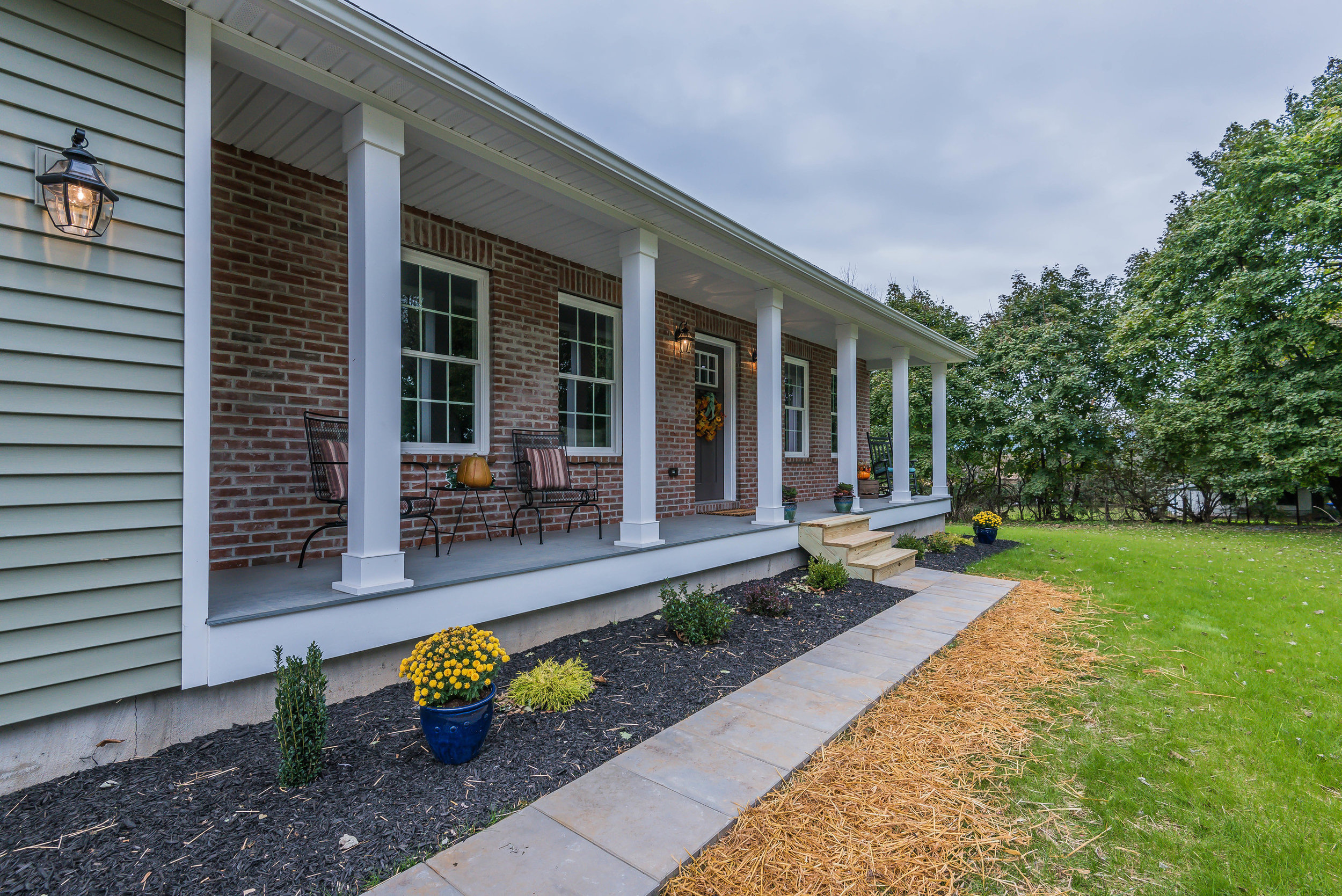 front_porch_1_of_1_.jpg