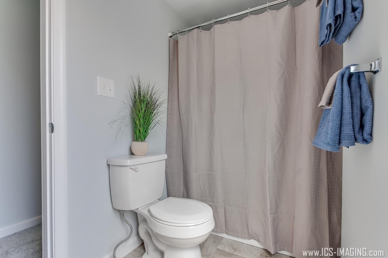 Full Bathroom 1.2.jpg