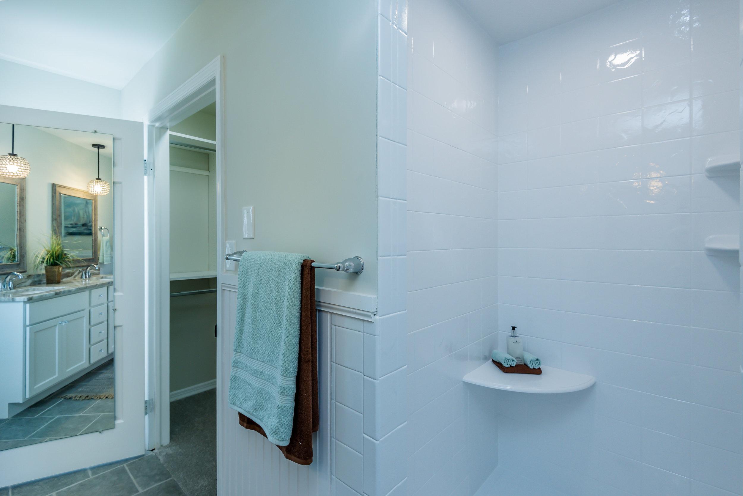 room_5_bath_1_of_1_-3.jpg
