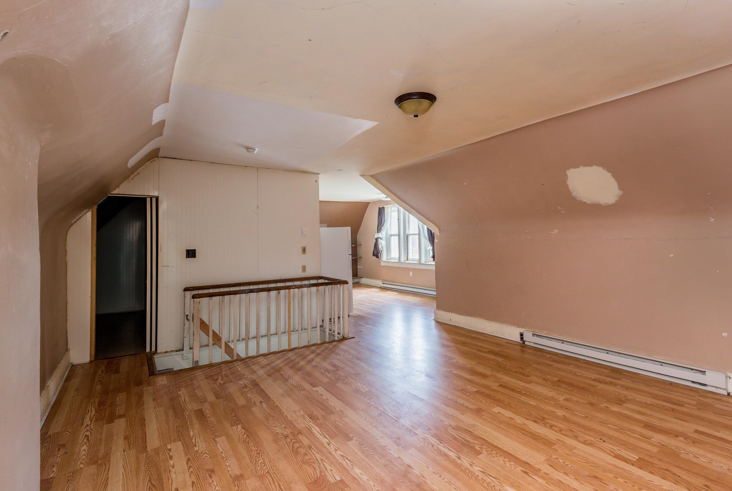 upstairs common (1 of 1).jpg