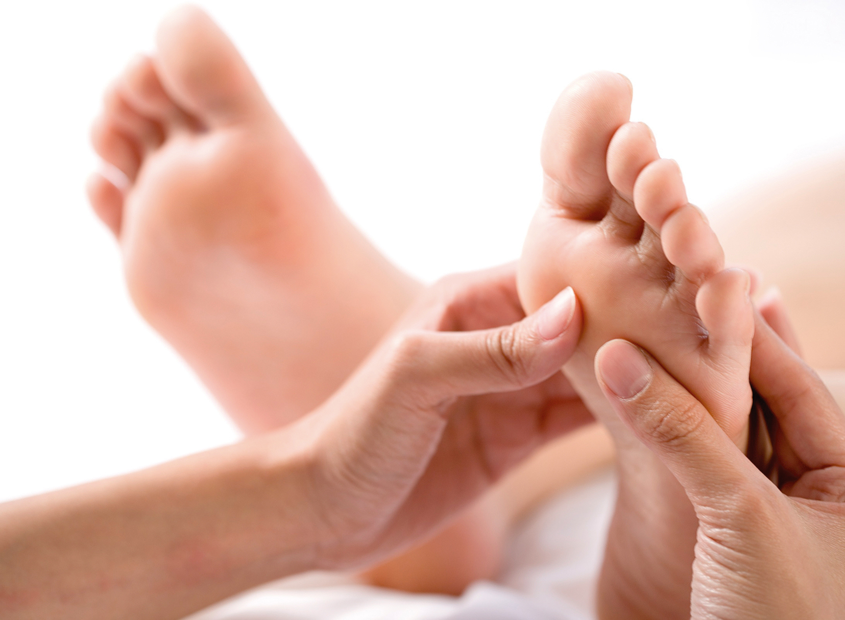 <p><strong>Reflexology</strong>Reflexology is a form of complementary medicine and involves a method of treatment using massage to reflex areas found in the feet and the hands.</p>