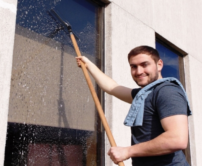 exterior-office-window-cleaning-landing-team-1.png