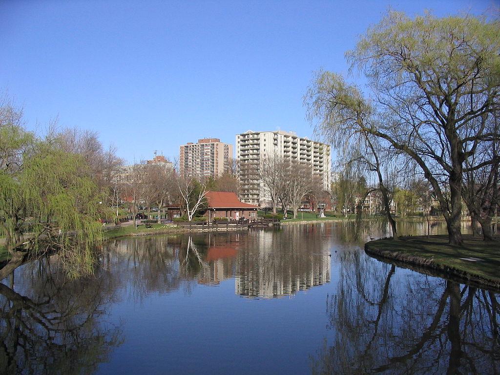 1024px-Victoria-park-kitchener-lake.jpg