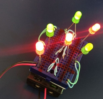 JOGO DA VELHA - Passatempo popular combinado com eletrônica aonde os alunos utilizam LED's para fazerem as jogadas. Os alunos  levam o jogo para casa  ao final da oficina.