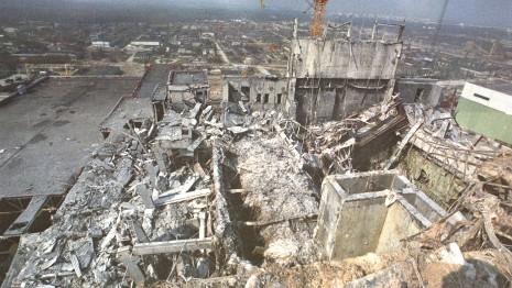Chernobyl -O  desastre de Chernobil foi um acidente nuclear catastrófico que ocorreu em 26 de abril de 1986 na central eléctrica da Usina Nuclear de Chernobil (então na República Socialista Soviética da Ucrânia). Uma explosão e um incêndio lançaram grandes quantidades de partículas radioativas na atmosfera, que se espalhou por boa parte da União Soviética e da Europa Ocidental.