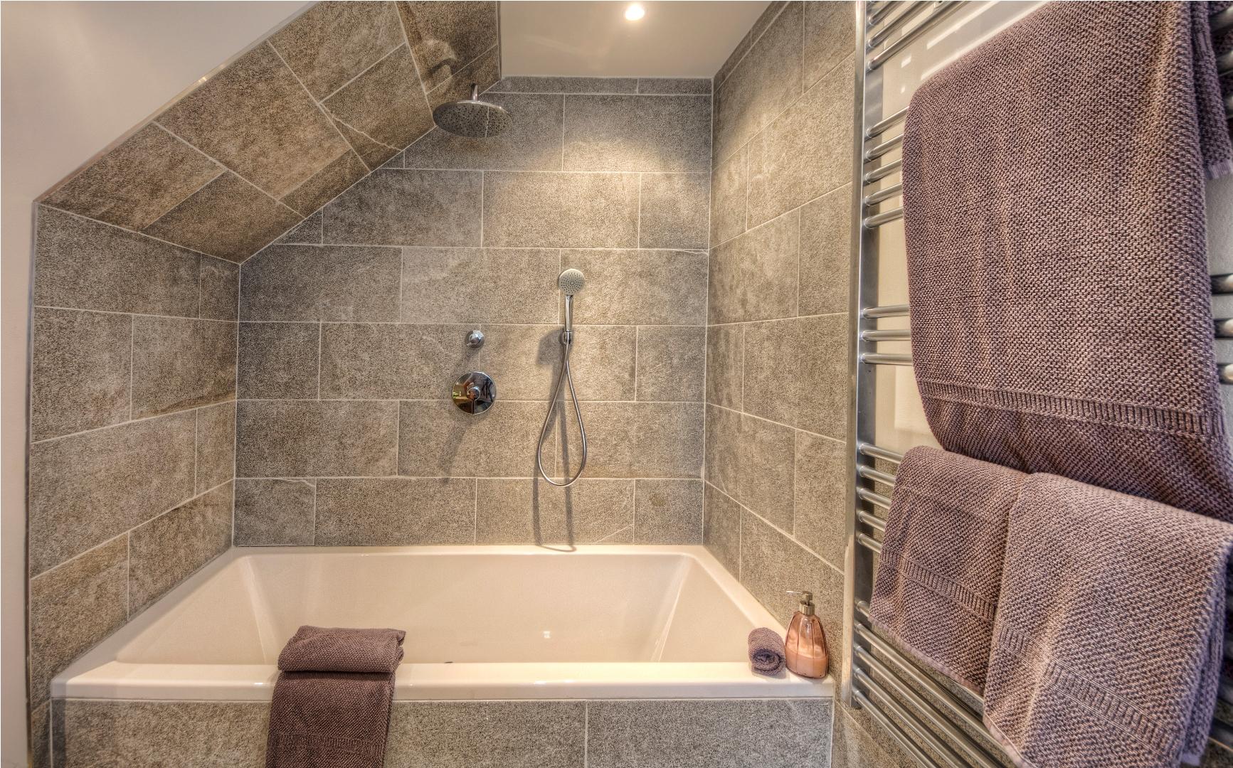 Apt23_bathroom1.jpg