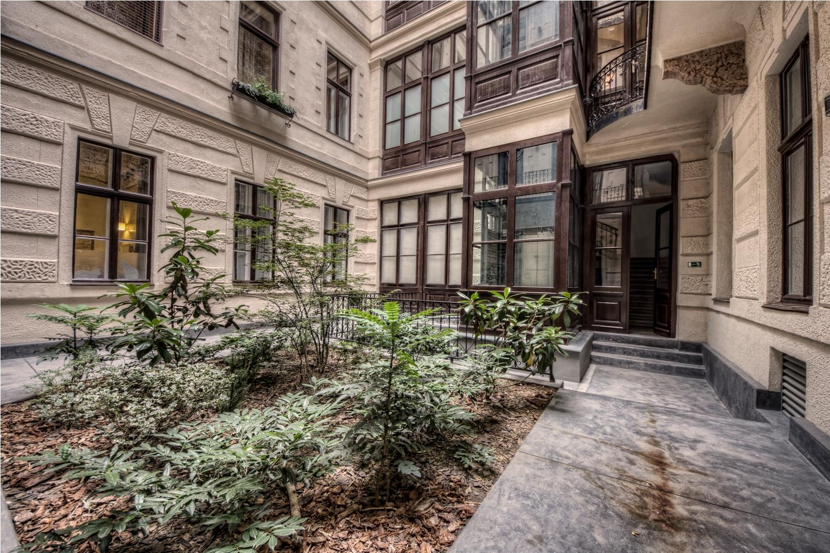 BA-courtyard1.jpg