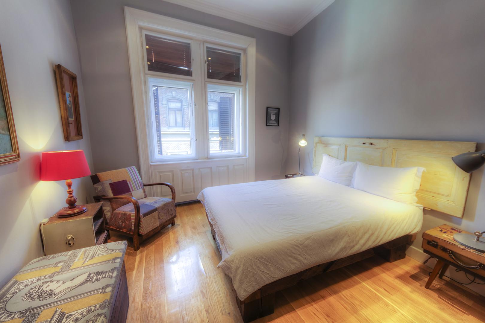 Apt16_bedroom1.jpg