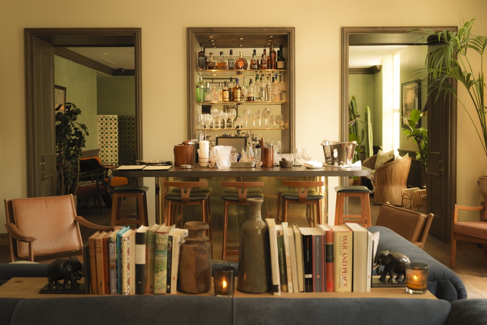 Club Lounge Bar.jpg