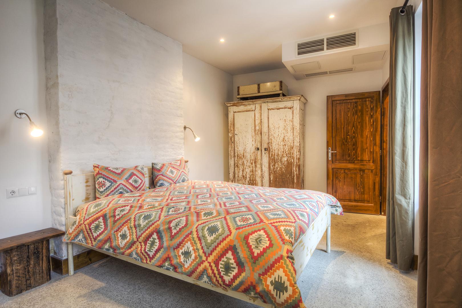 Apt22_bedroom.jpg