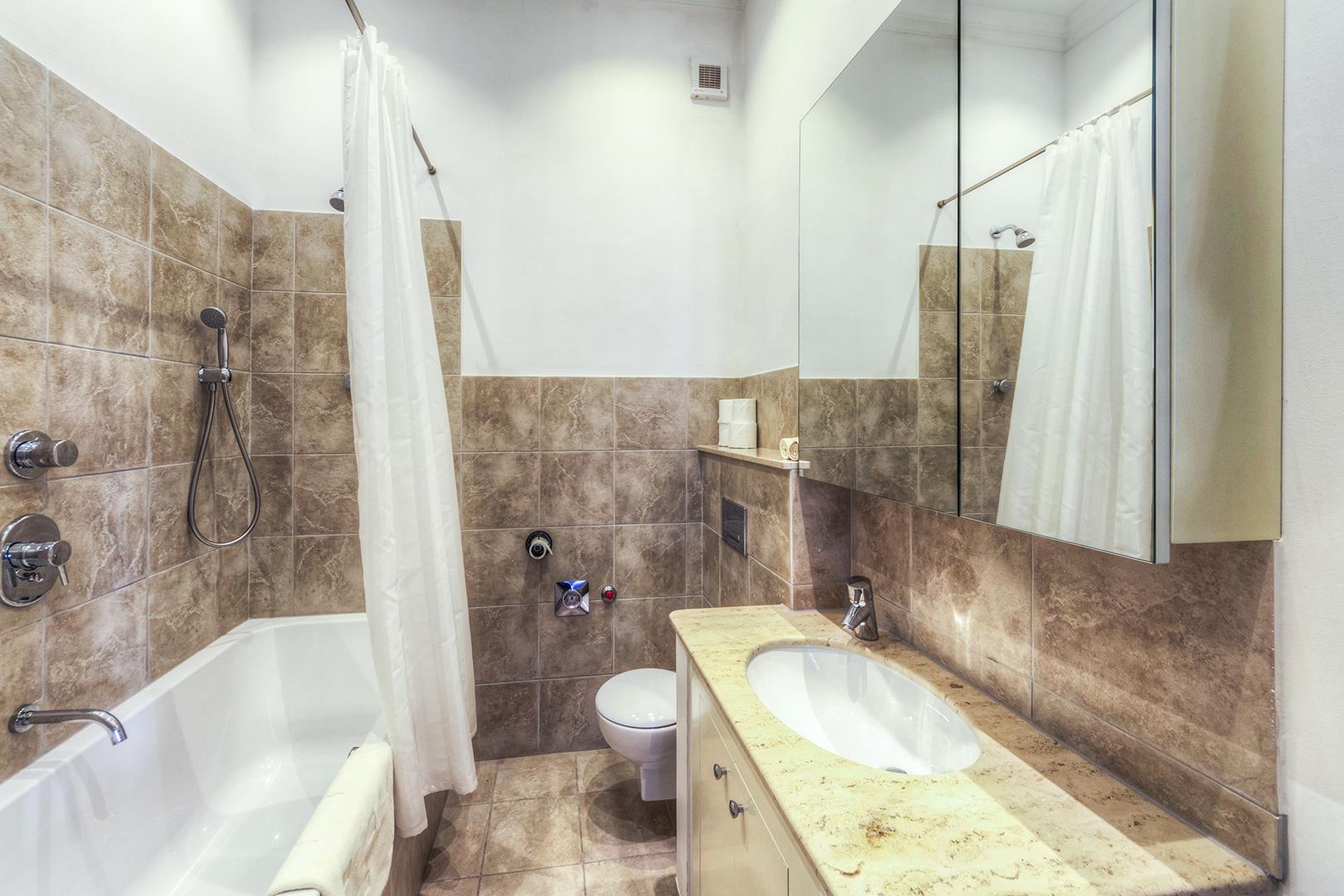 Apt16_bathroom2.jpg