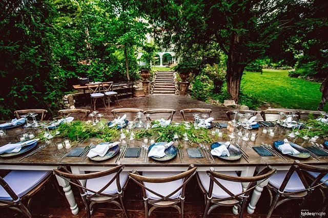 Fairytale setting for dreamy events: dinner setup in the garden of The Writer's Villa . . . . #brodyland #thewritersvilla #budapest #brodyhouse #villa #wedding #weddingvenue #budapestwedding #dinner #elegant #garden #inspiration #weddinginspiration #green #blue #mood #catering #weddingcatering #wheretostay #mrandmrssmith2018 #weekendgetaway #luxury #privatevilla #luxuryvilla #dinnerware #weddingreception #spring #gardenparty #classicstyle #weddingphotography