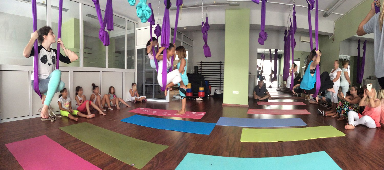 aerial-yoga-class