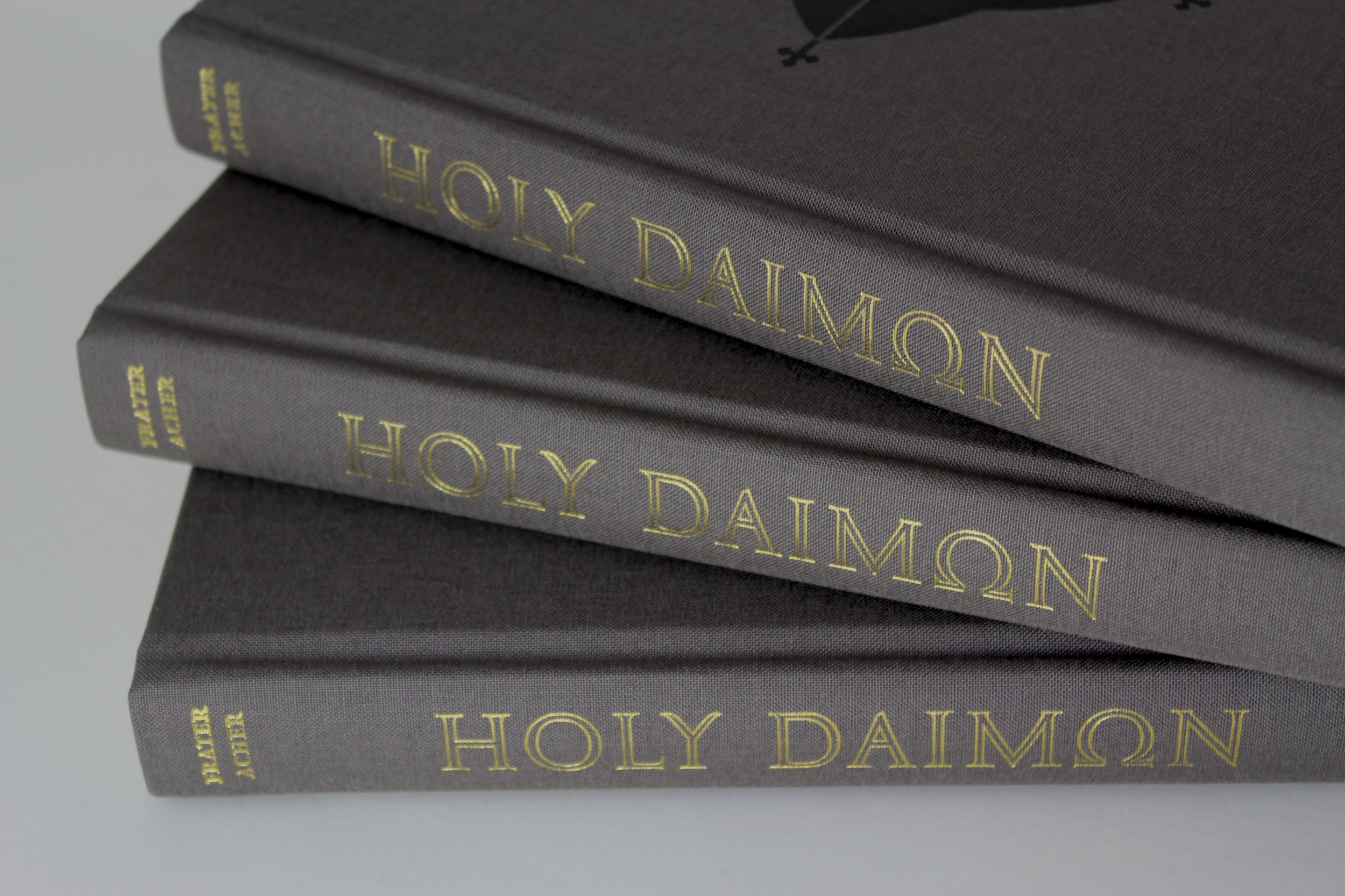 Gold blocking to the spine of the standard hardback edition.