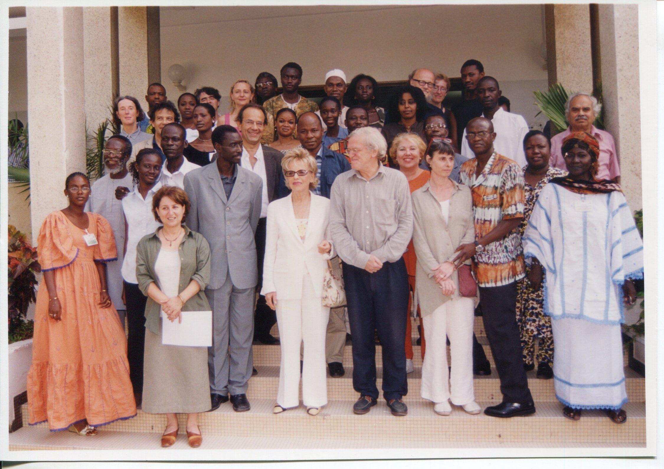 Séminaire sur la critique d'art en Afrique, Dakar, 25 juin- 3 juillet 2003, photographe inconnu, fonds AICA International [FR ACA AICAI THE CON058/1], collection INHA – Archives de la critique d'art. D.R.