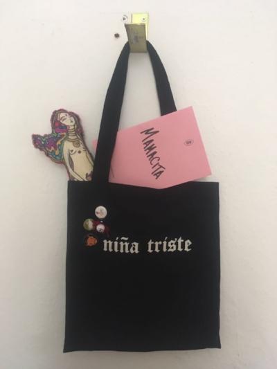 Esperamos traer este año bolsos de Niña Triste para distribuir en Costa Rica, así que aguas.