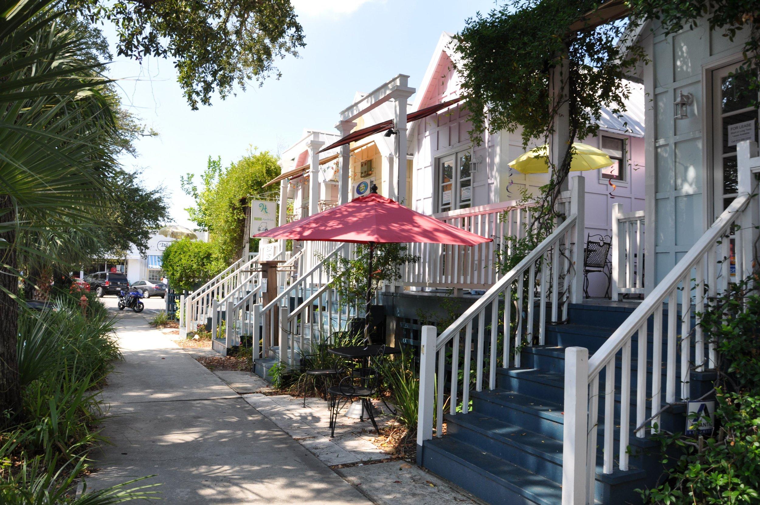 1 mile to Shopping, Restaurants & Redfern Village