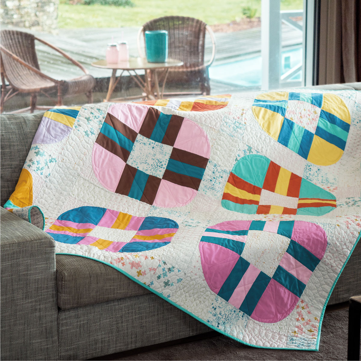 rolling-smart-simply-modern-quiltmania.jpg