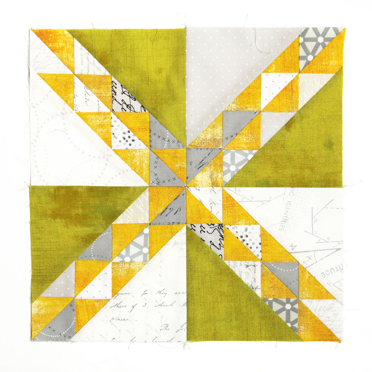 Free quilt along Blockheads 2018, Block 6: Path thru the Woods Fabrics used in the block are from Moda, Basic Grey GRUNGE and Zen Chic PAPER