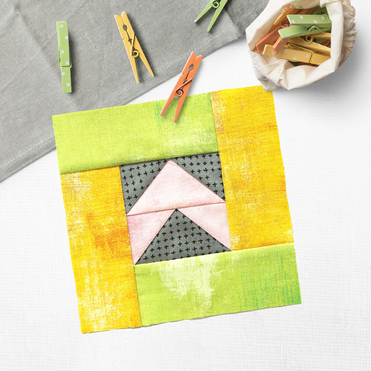 Free quilt along Blockheads 2018, Block 11: Direction Fabrics used in the block are from Moda,Basic Grey GRUNGE and Zen Chic MORE PAPER