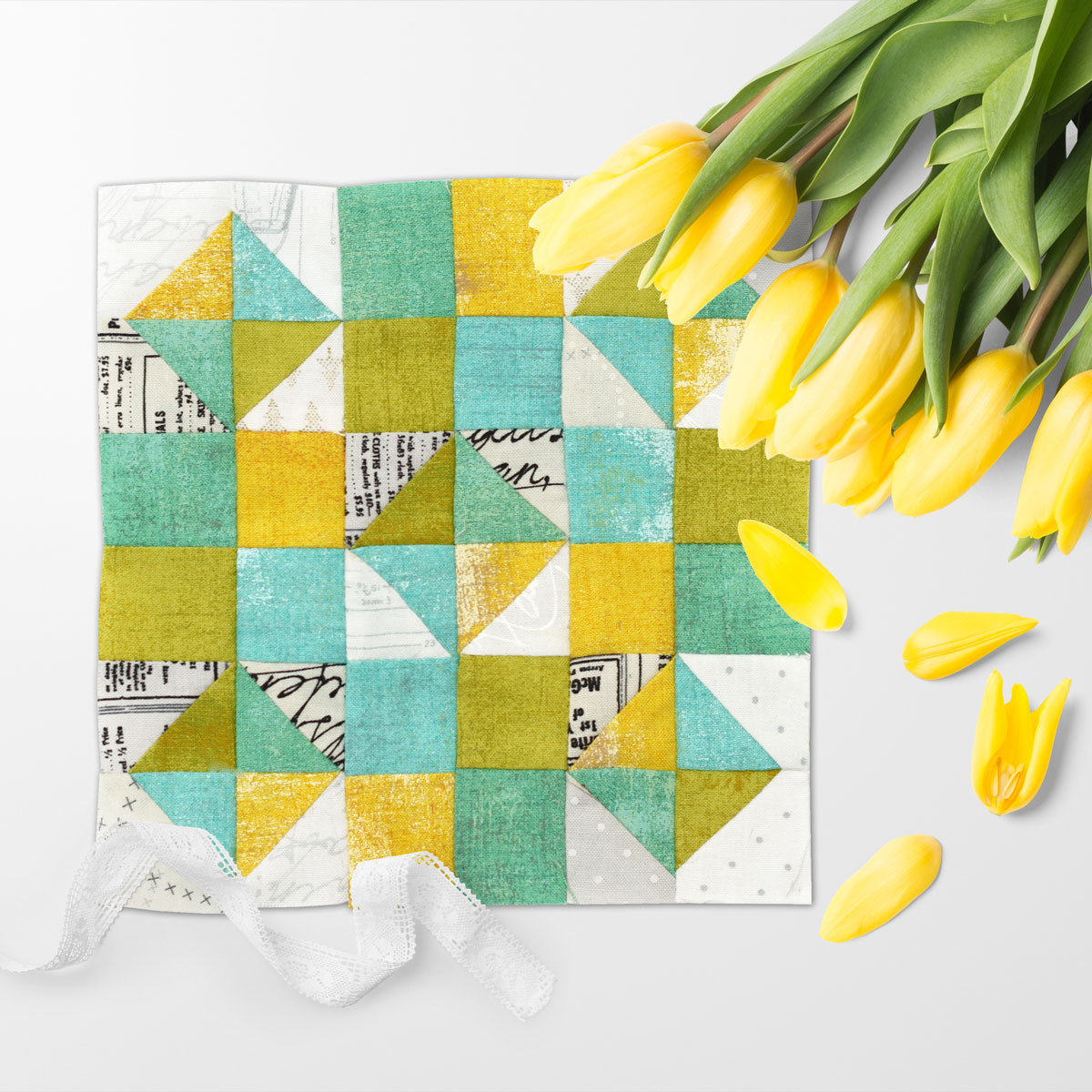 Free quilt along Blockheads 2018, Block 24: Kaleidoscope Fabrics used in the block are from Moda, Basic Grey GRUNGE and Zen Chic PAPER
